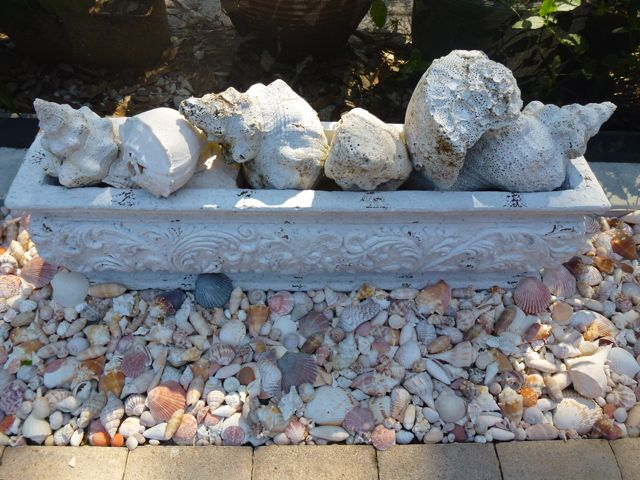 Tips for decorating your yard with seashells i love shelling - How to decorate with seashells ...