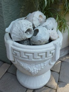 Urn with seashells dmm