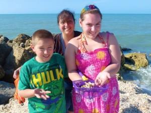 Steven, Kathryn, Jessica ny shelling captiva