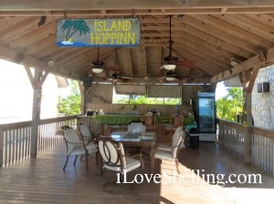 Island Hoppinn tiki bar cat island