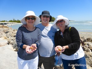 karen randy stephanie orlando collect shells captiva