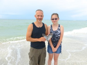 Gary and Lauren from Tennessee find a blistered Pen shell pearl
