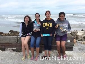 Ka'Sha, Stephanie, Aunt Andrea, E'Mia love shelling Captiva