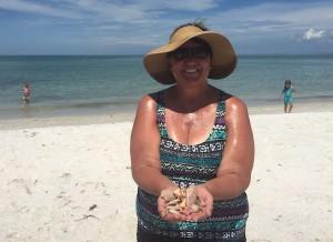 Cathy iL with sunray venus shellsCathy iL with sunray venus shells